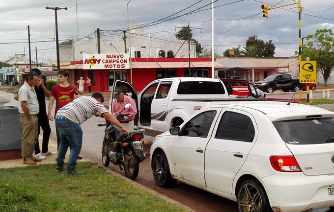 El insólito accidente se produjo durant ela tarde del sábado en el semáforo de Perón y San Martín