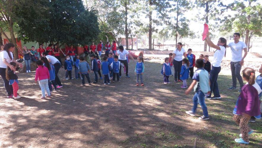 Estudiantes del i e s ren favaloro realizaron for Actividades de jardin de infantes