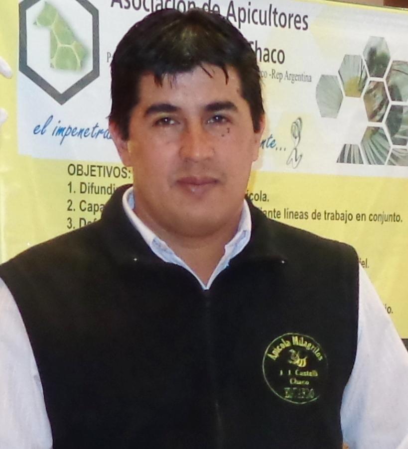 El presidente de la Asociación de Apicultores de Castelli, Eduardo Riquel