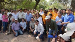 Foto grupal en el acceso al Parque Nacional El Impenetrable