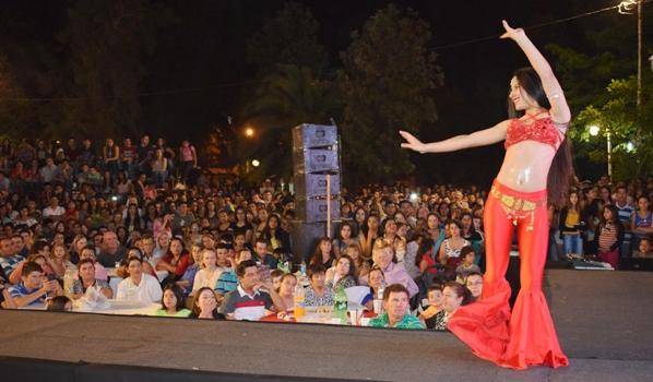Una joven de Tres Isletas y su show deslumbrante